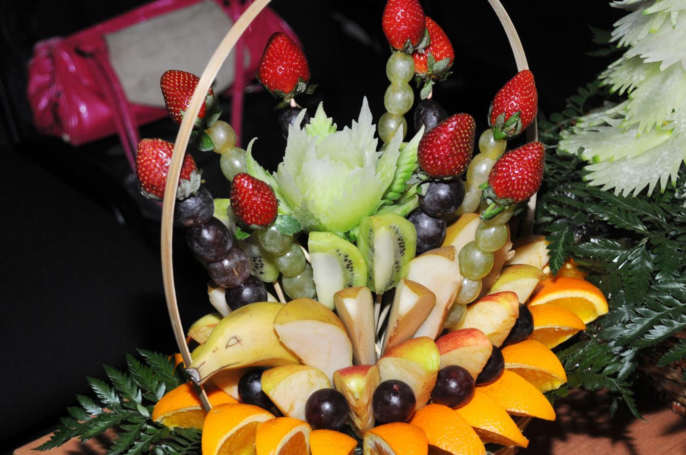 Фото украшения фруктами и овощами